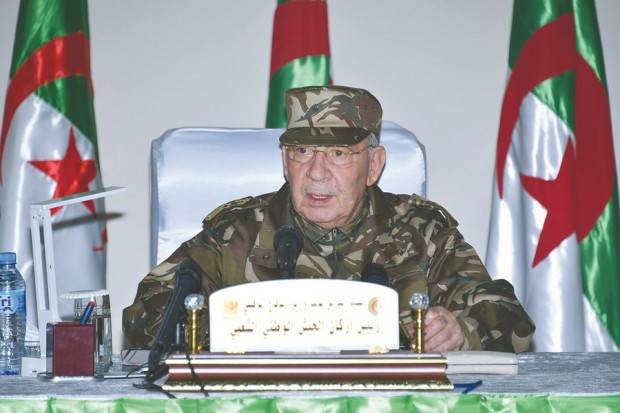 """Algérie: Gaïd Salah assure n'avoir """"aucune ambition politique"""""""
