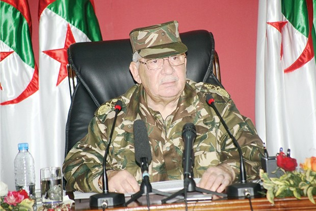 """Algérie : Gaïd Salah accuse les journalistes de faire """"perdurer la crise"""""""