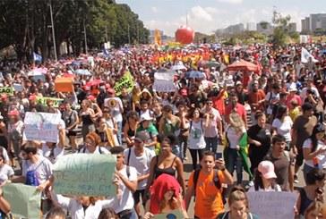 Brésil: manifestations massives contre les coupes budgétaires dans l'éducation