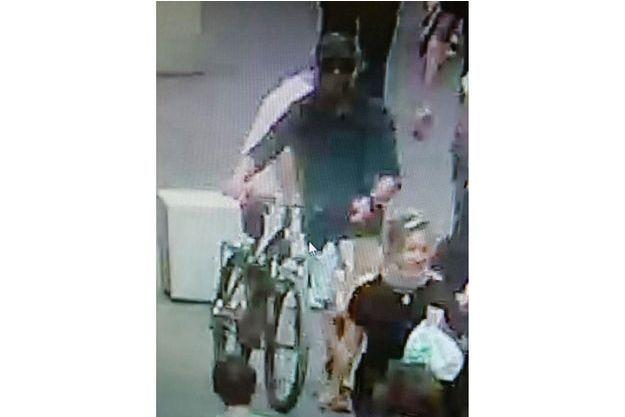 Attaque de Lyon : le suspect activement recherché, aucune revendication pour l'instant