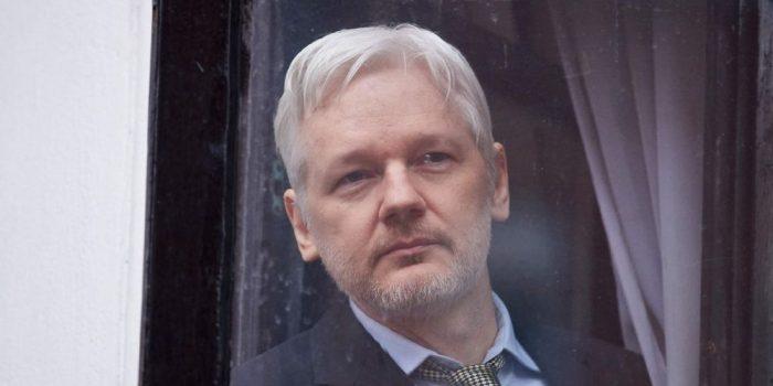 Etats-Unis: Julian Assange inculpé de 17 chefs d'accusation pour espionnage