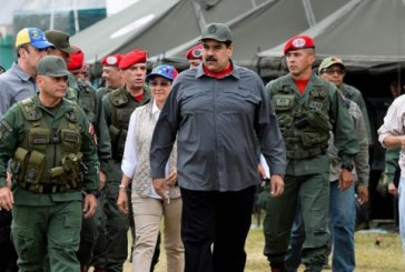 """Venezuela: Maduro appelle l'armée à être """"prête"""" en cas d'attaque américaine"""