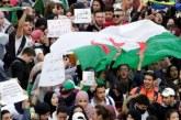Algérie: des milliers d'étudiants défilent, premières manifestations du ramadan