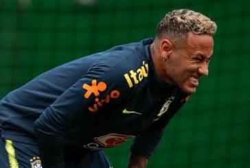 Brésil: Neymar termine sa séance d'entraînement en boitant