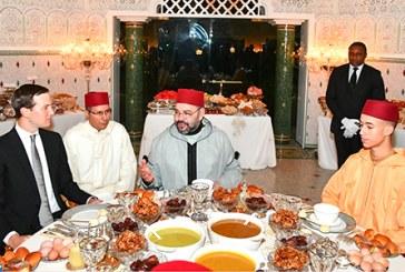 SM le Roi offre un iftar en l'honneur de Jared Kushner, gendre du Président américain
