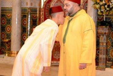 Aïd Al-Adha: SM le Roi accomplit la prière et reçoit les vœux en cette heureuse occasion