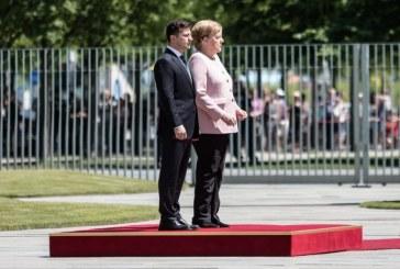 """Merkel assure aller """"très bien"""", au lendemain de sa crise de tremblements"""