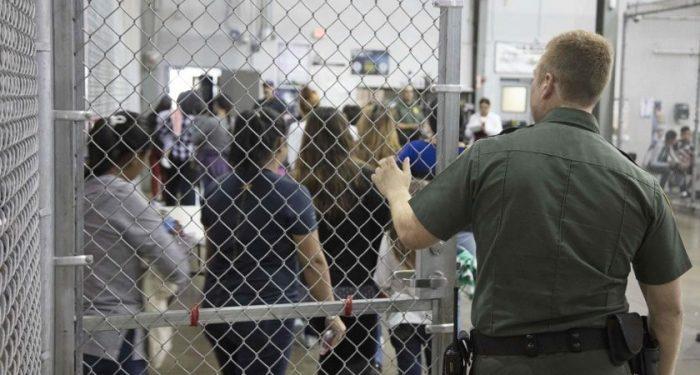 """L'ONU """"choquée"""" par les conditions de détention de migrants aux USA"""