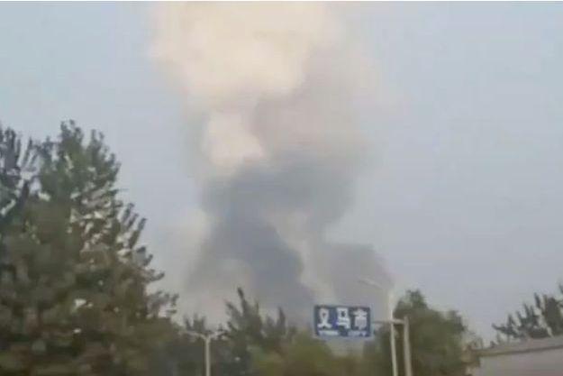 Gigantesque explosion dans une usine, deux morts, de