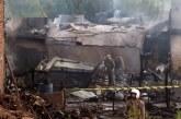 Pakistan: un avion militaire s'écrase en zone habitée, 18 morts au moins