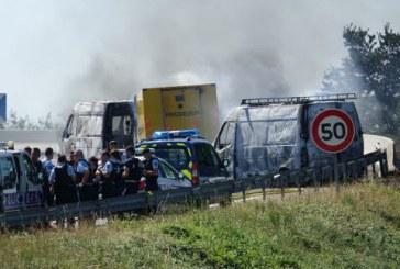 Un fourgon de transport de fonds braqué sur l'autoroute près de Lyon