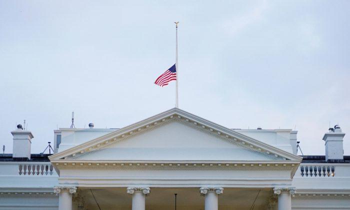USA - drapeaux en berne