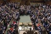 Le Parlement britannique votera lundi sur des élections anticipées