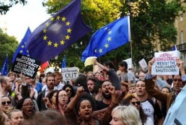 Des milliers de personnes manifestent au Royaume-Uni contre la suspension du Parlement