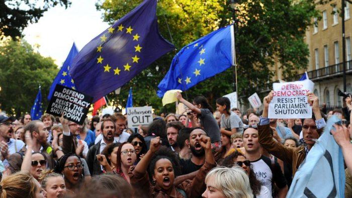 La colère ne retombe pas au Royaume-Uni, contre Boris Johnson — Brexit