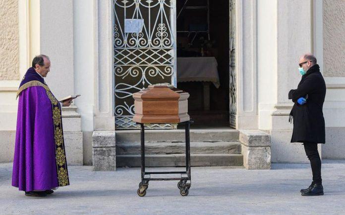 919 décès en une journée — Coronavirus en Italie