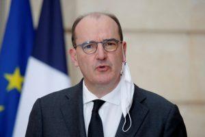 """Covid-19: la France ferme ses frontières mais se donne """"encore une chance"""" avant de reconfiner"""